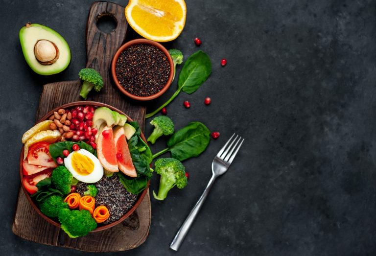 10 eiweißreiche Mahlzeiten, die dich stundenlang satt halten